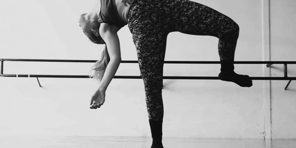 """""""Adicción pero no a las drogas"""" es un testimonio que muestra como la presión estética y pesocentrista actúa dentro del mundo de la danza.."""